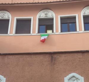 tricolore finestra